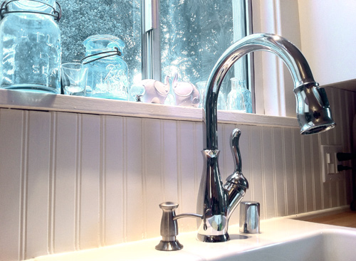 faucet and backsplash